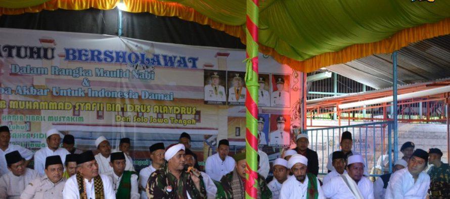 SIPATUHU BERSHALAWAT DALAM RANGKA MAULID NABI MUHAMMAD SAW DAN DOA AKBAR INDONESIA DAMAI