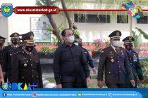 HUT BHAYANGKARA KE-75, BUPATI DAN WAKAPOLRES OKU SELATAN POTONG TUMPENG BERSAMA